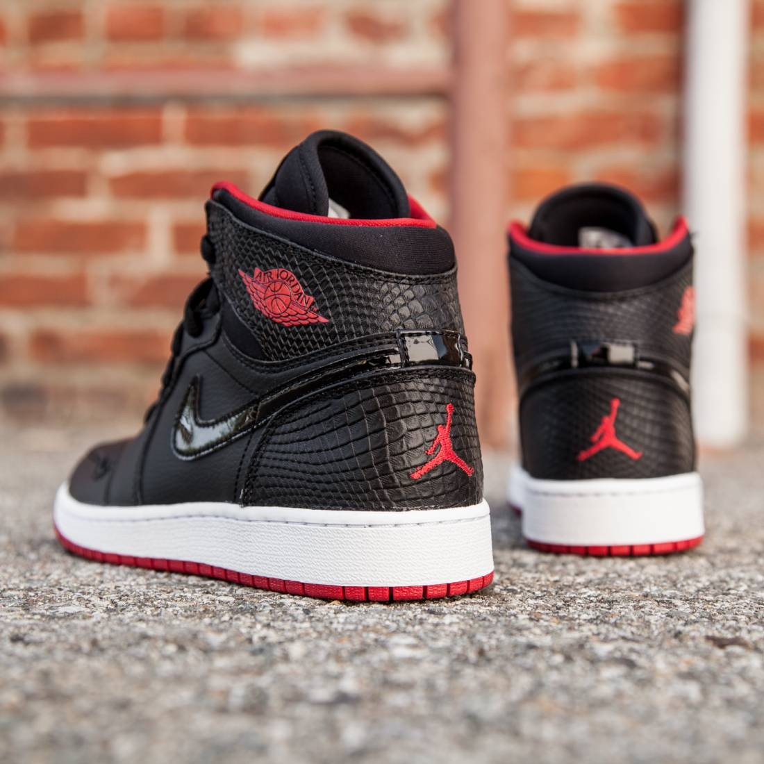 5d8191e792 Air Jordan 1 Retro High (GS) Big Kids (black / white / gym red)