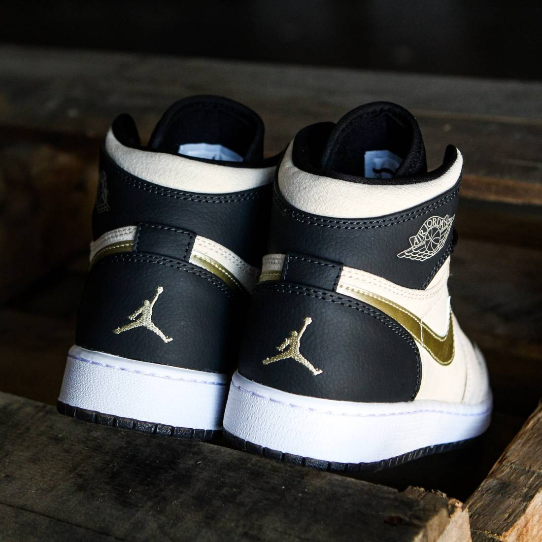 d15b5b408f3c Air Jordan 1 Retro High (GS) Big Kids (pearl white   black   white   mtlc  gold star)