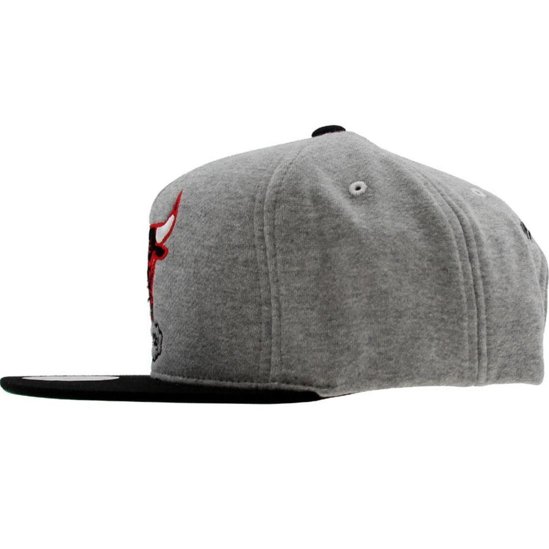 03465f8af6bd9 Mitchell And Ness Chicago Bulls NBA Heather Fleece 2 Tone Pinch Snapback Cap  (heather grey   black)