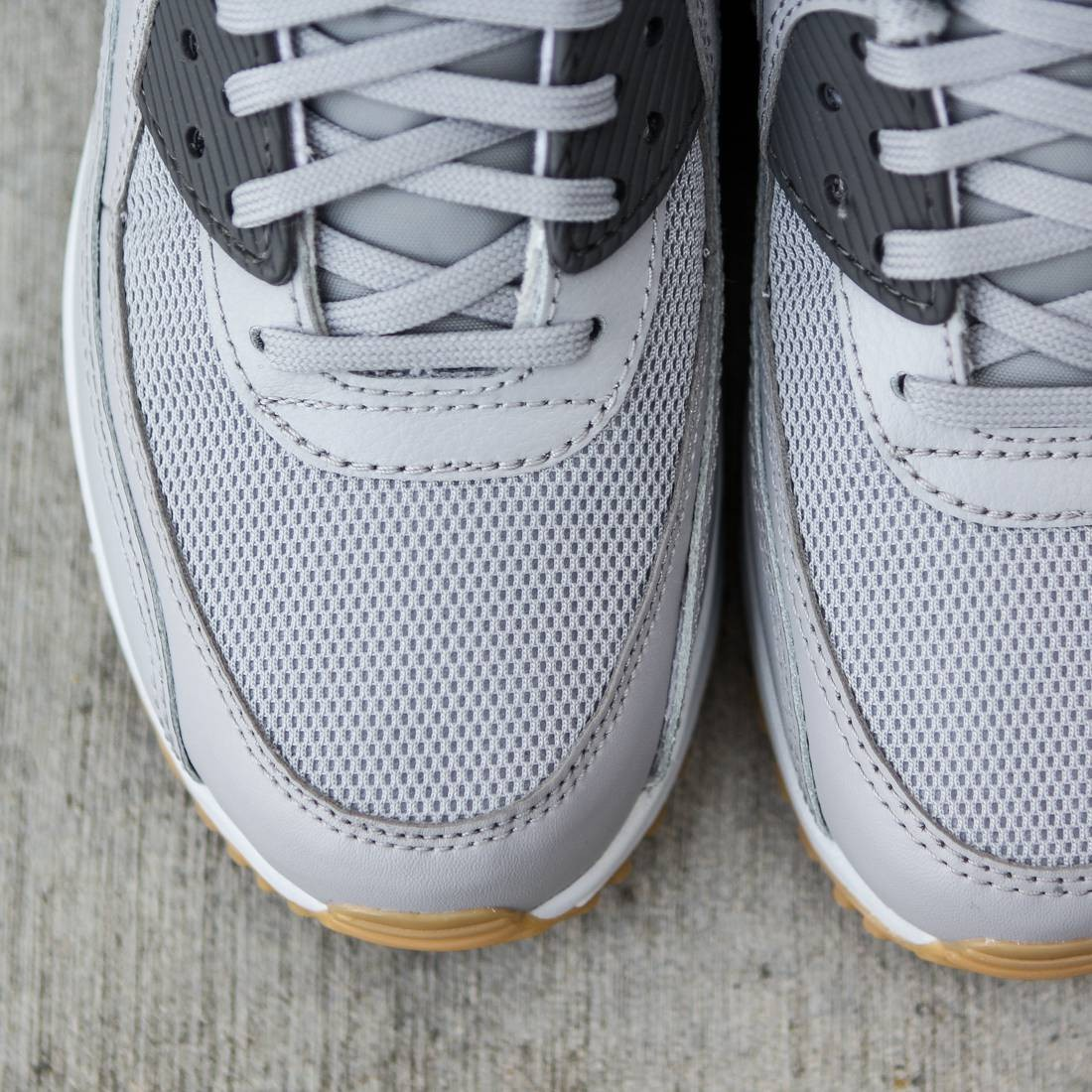 Nike Women Air Max 90 Essential (gray wolf grey dark grey premium platinum gum light)
