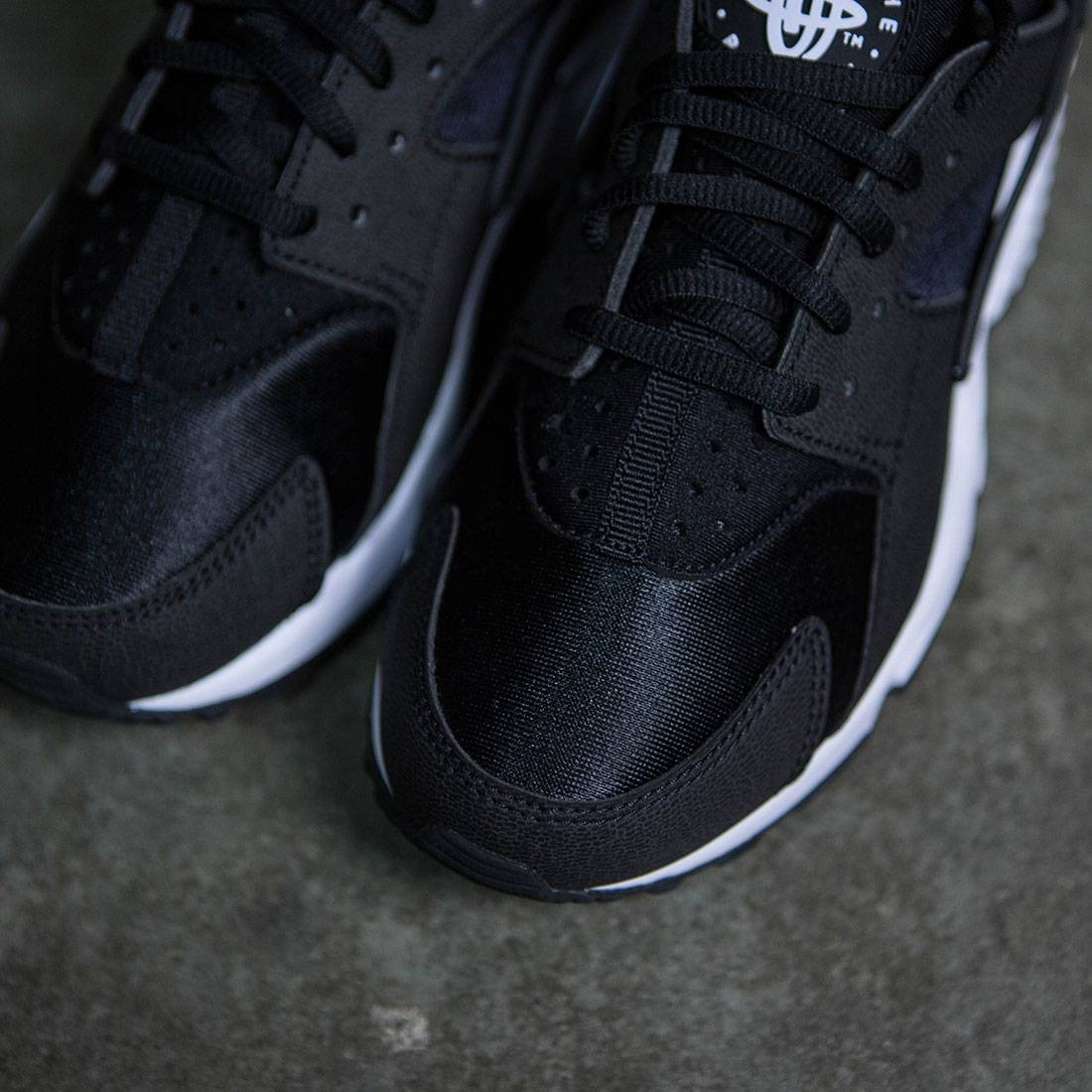 the latest dc30f e495c Nike Women Air Huarache Run (black   black-white)