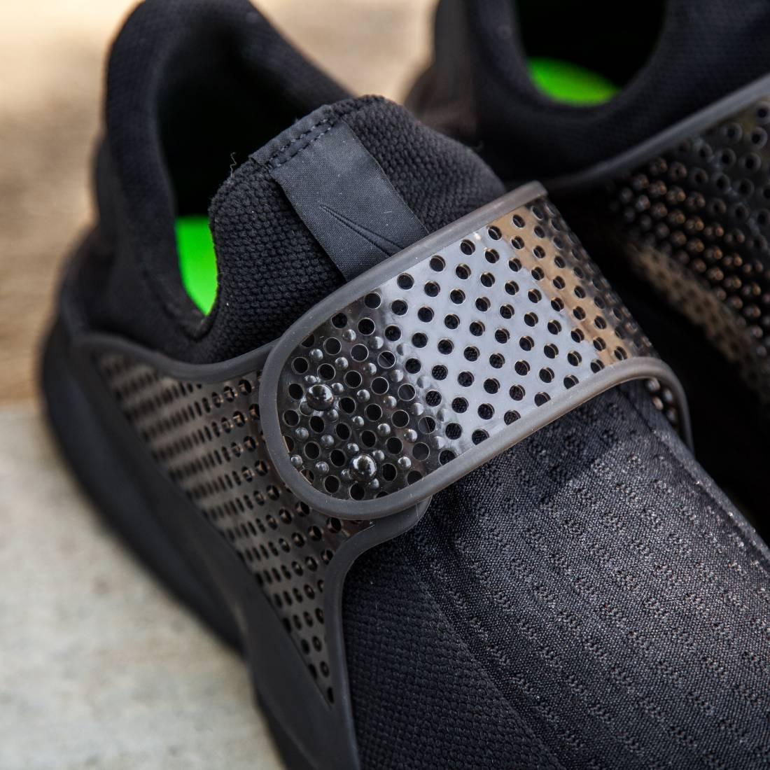 25a718fc8b7e Nike Men Sock Dart Shoe (black   black-volt)