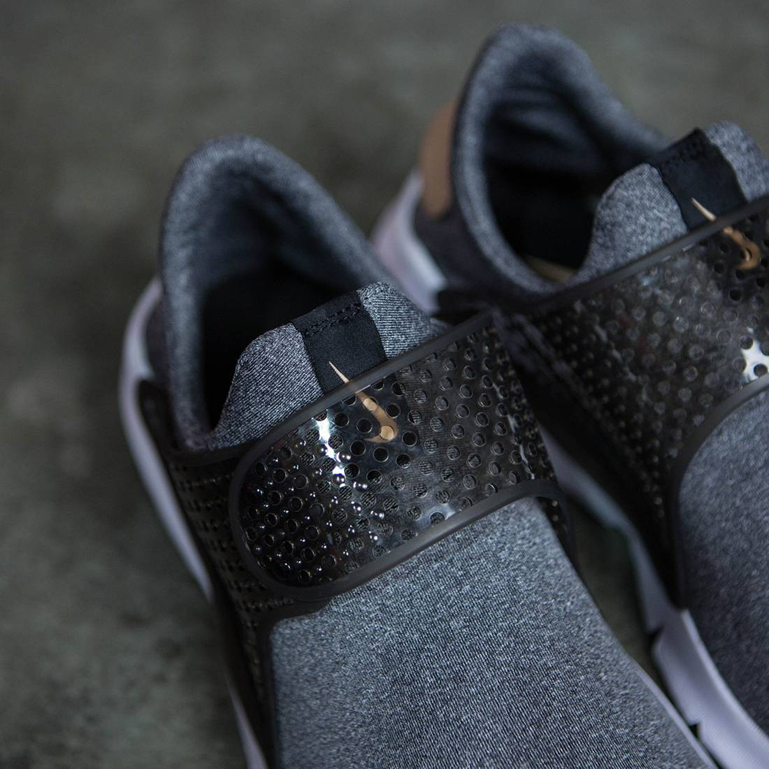 promo code 000de bf93c Nike Women Sock Dart Se (black   vachetta tan-black-white)