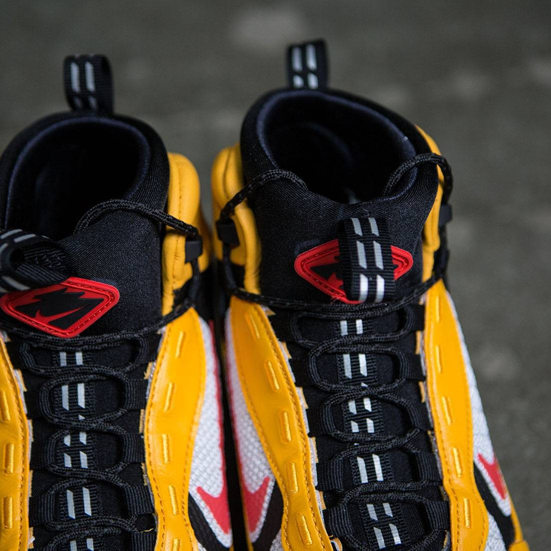 online here pretty cool huge inventory Nike Men Air Zoom Sertig 16 (taxi / chile red-black-white)