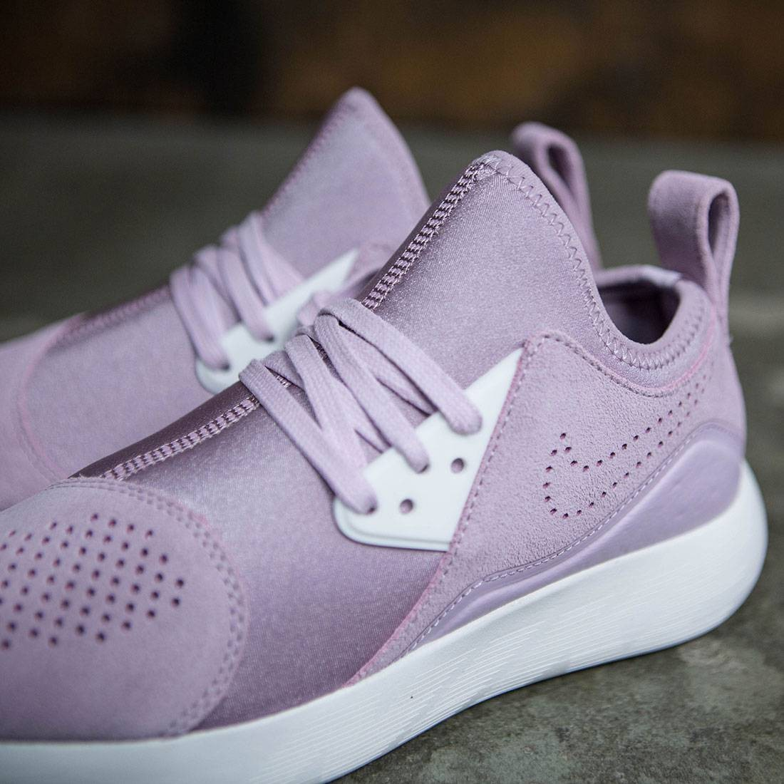 los angeles f7b14 7c526 Nike Women Wmns Nike Lunarcharge Premium (iced lilac   summit white-plum  fog-volt)