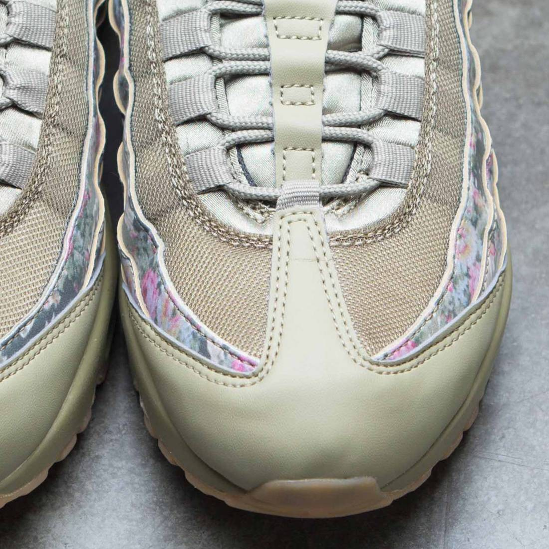 7f07d07dc4c639 Nike Women Air Max 95 Camo (neutral olive   arctic punch)