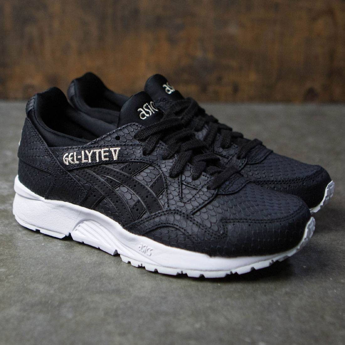 cb7867b713be Asics Tiger Women Gel-Lyte V (black   black)