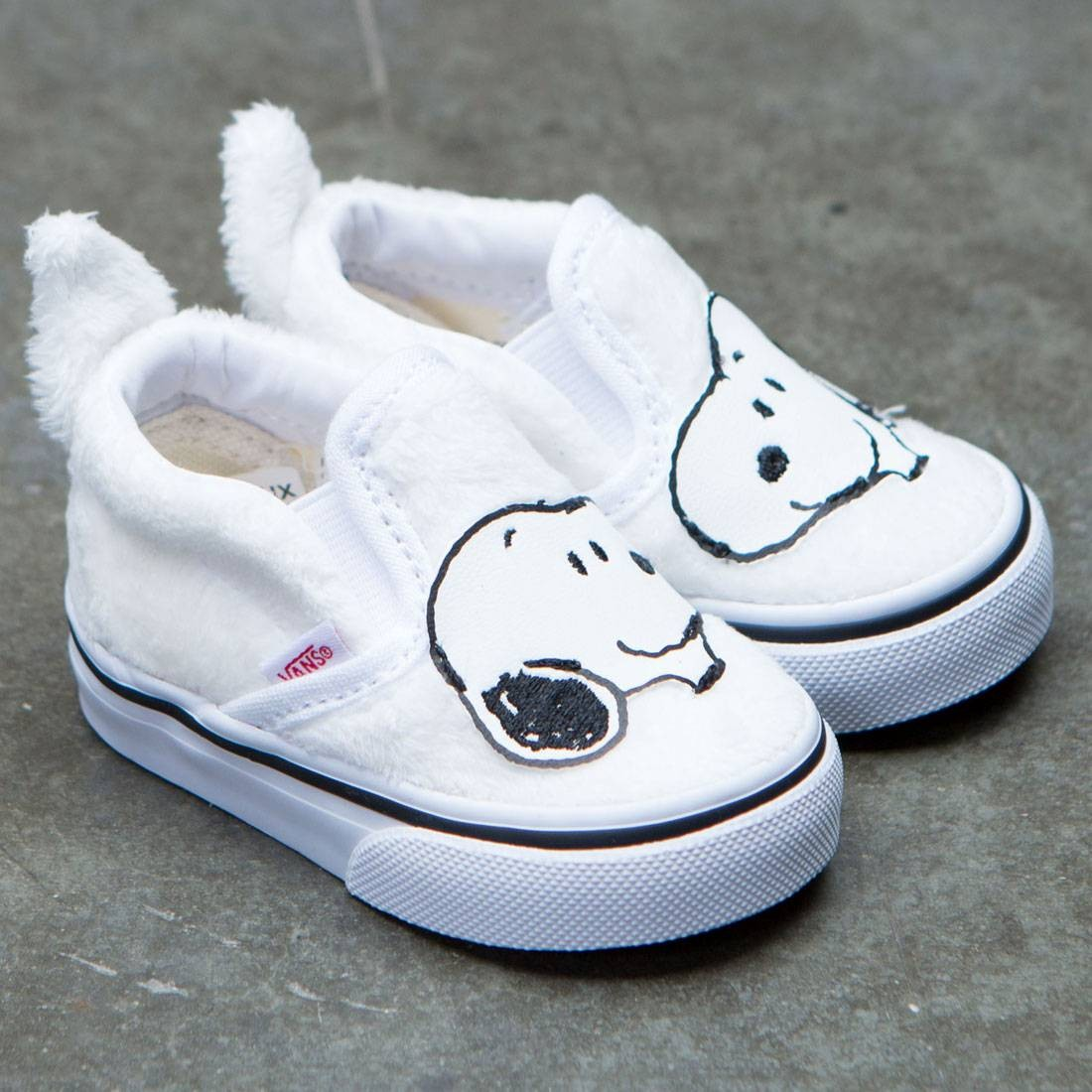 accf4d4c3f88c8 Vans x Peanuts Toddlers Classic Slip-On - Snoopy (white   true white)