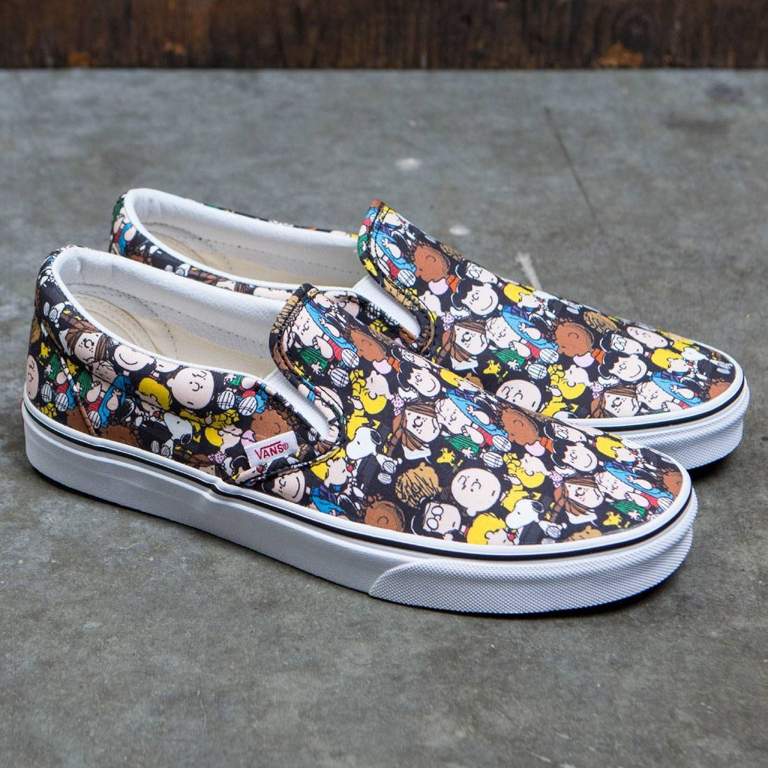 Vans x Peanuts Men Classic Slip-On - The Gang (black) 3bde13090