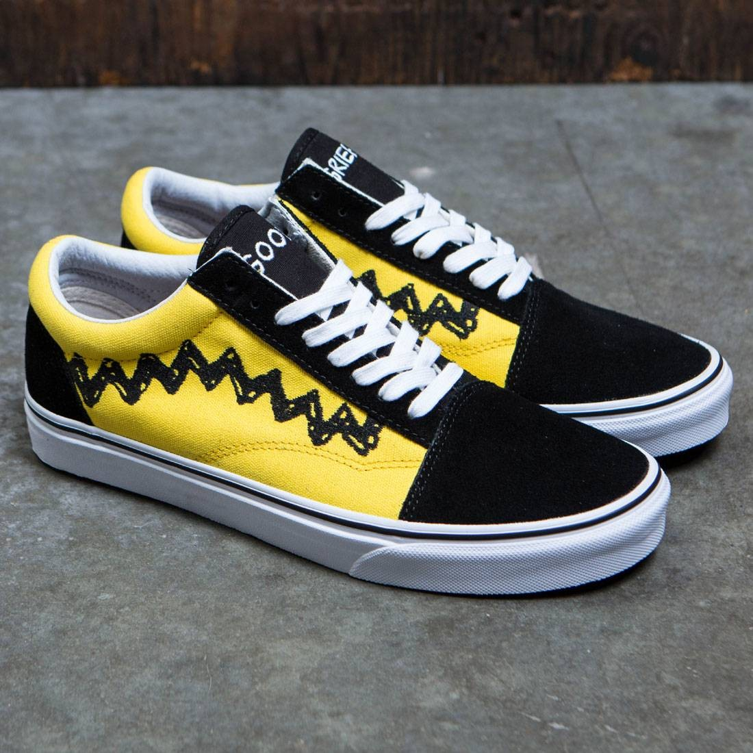 Vans x Peanuts Men Old Skool - Charlie Brown (black) 54f5a8646