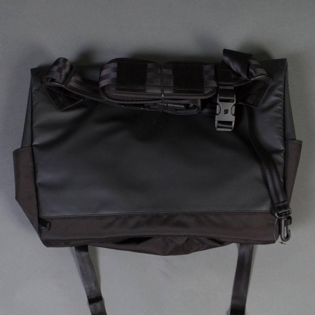 55e35af5dc90 Incase Range Messenger Bag - Large (black   lumen)