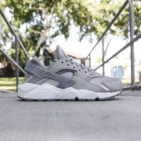 Nike Women Air Huarache Run Premium Suede (medium grey / off white-flat pewter)