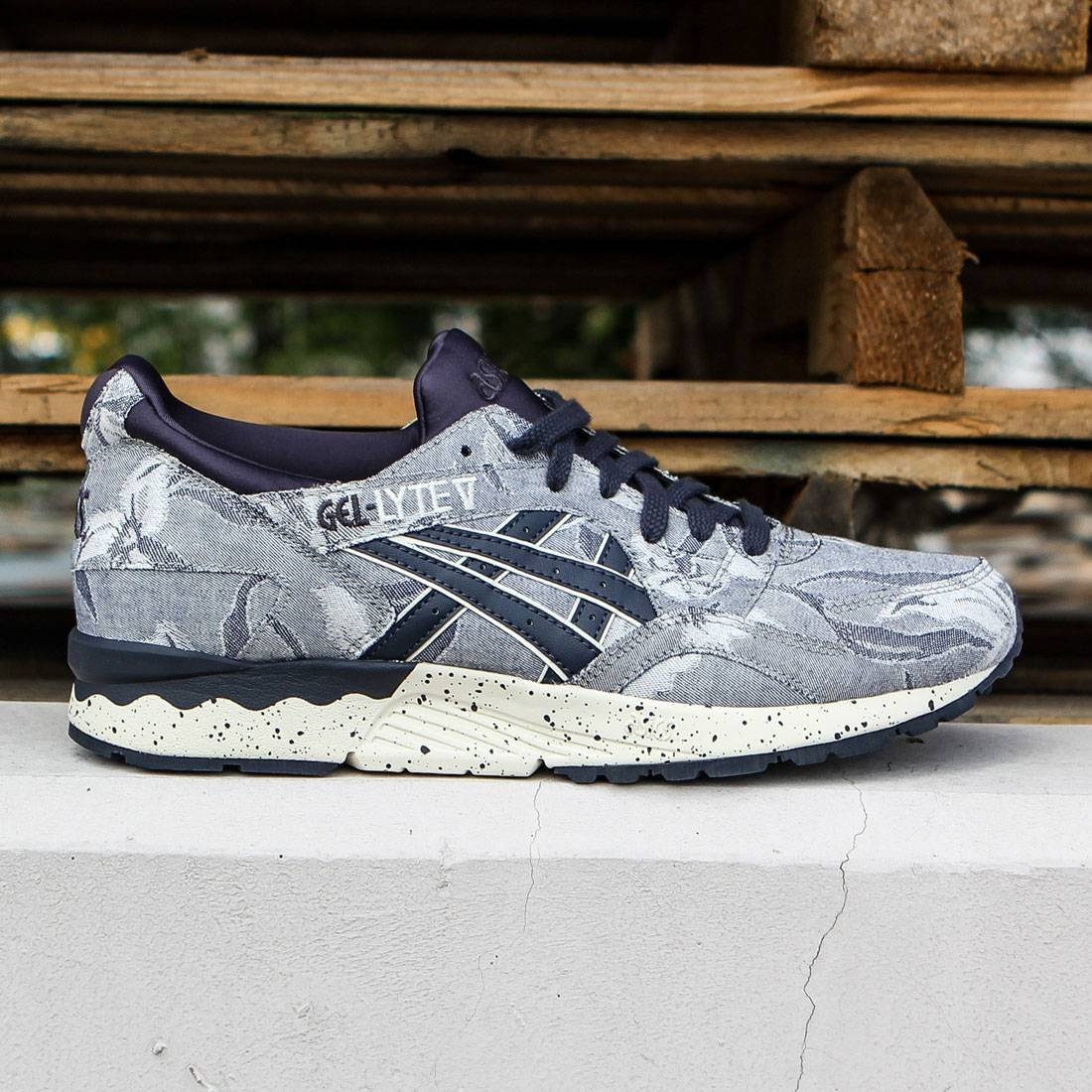 buy popular 3b808 22b70 Asics Tiger Men Gel-Lyte V - Japanese Textile navy indian ink