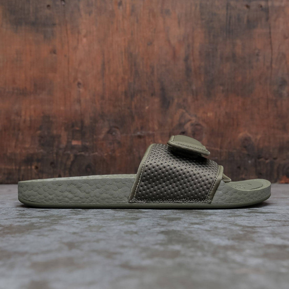 Adidas x Pharrell Williams Men Boost Slide (olive / olive cargo)