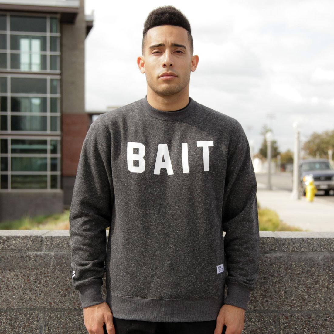BAIT Invisible Pockets Fitted Crewneck (black)