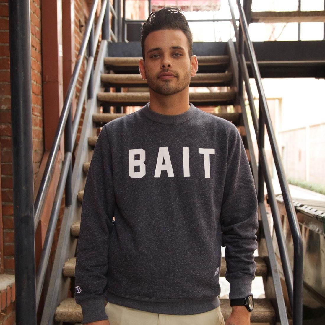 BAIT Invisible Pockets Fitted Crewneck (navy)