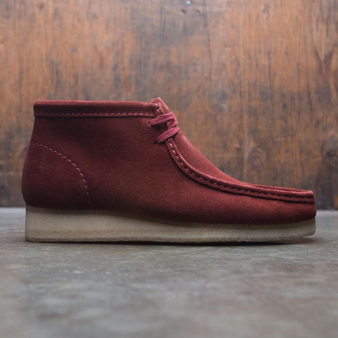Clarks Men Wallabee Boot (brown nut suede)