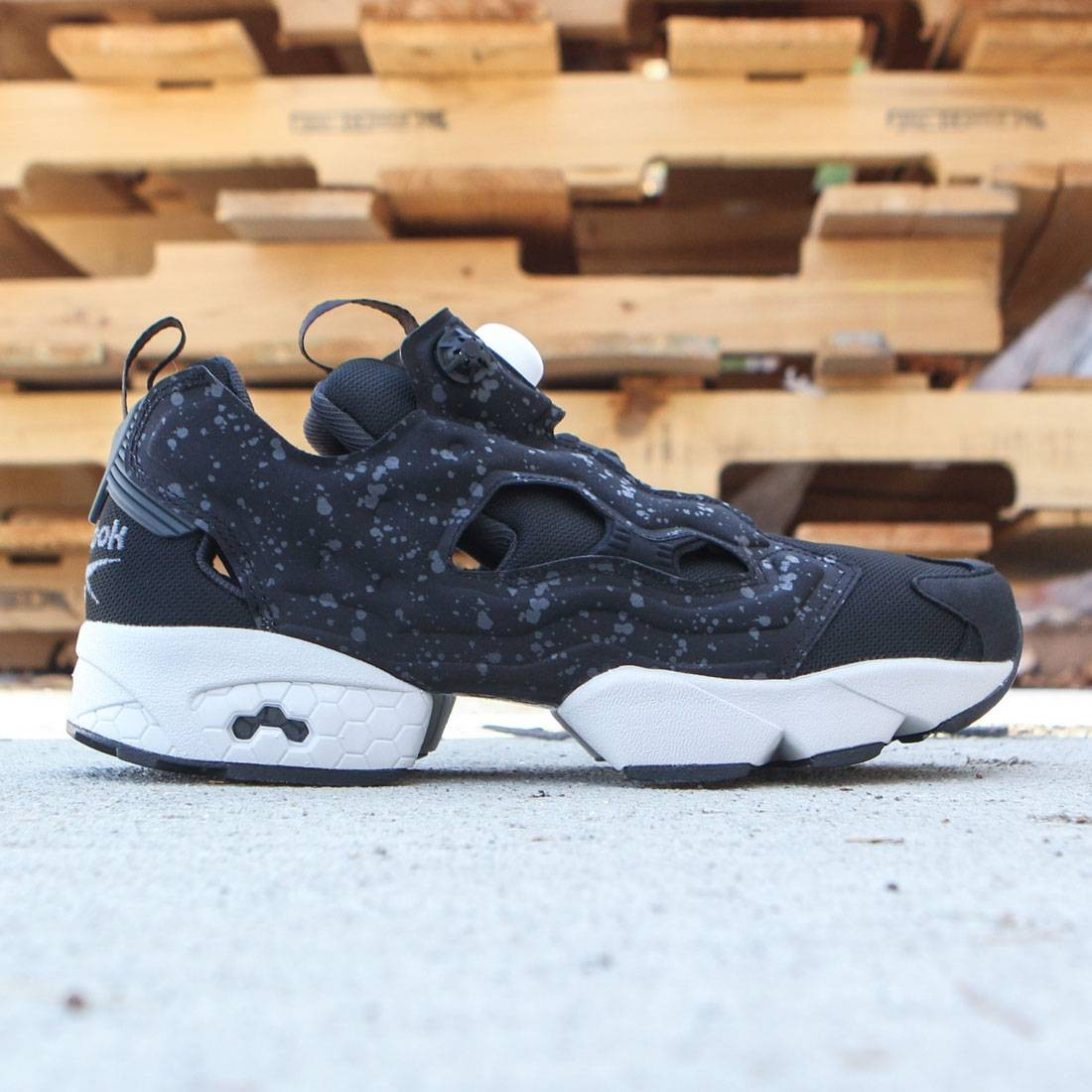 a78eb8eafe82 Reebok Men InstaPump Fury SP black coal steel white