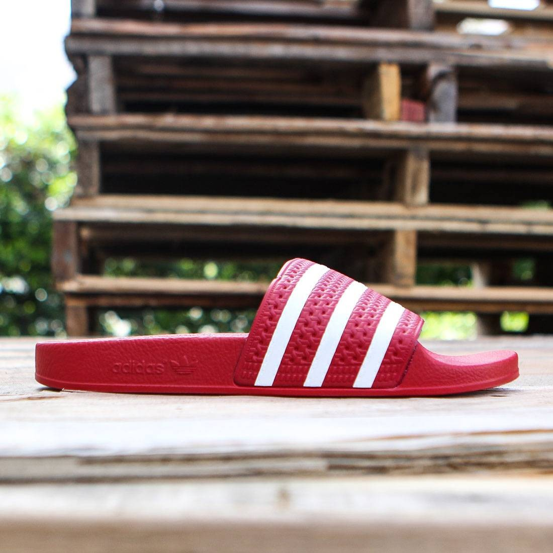 check out 0d671 04566 Adidas Adilette red scarlet white light scarlet
