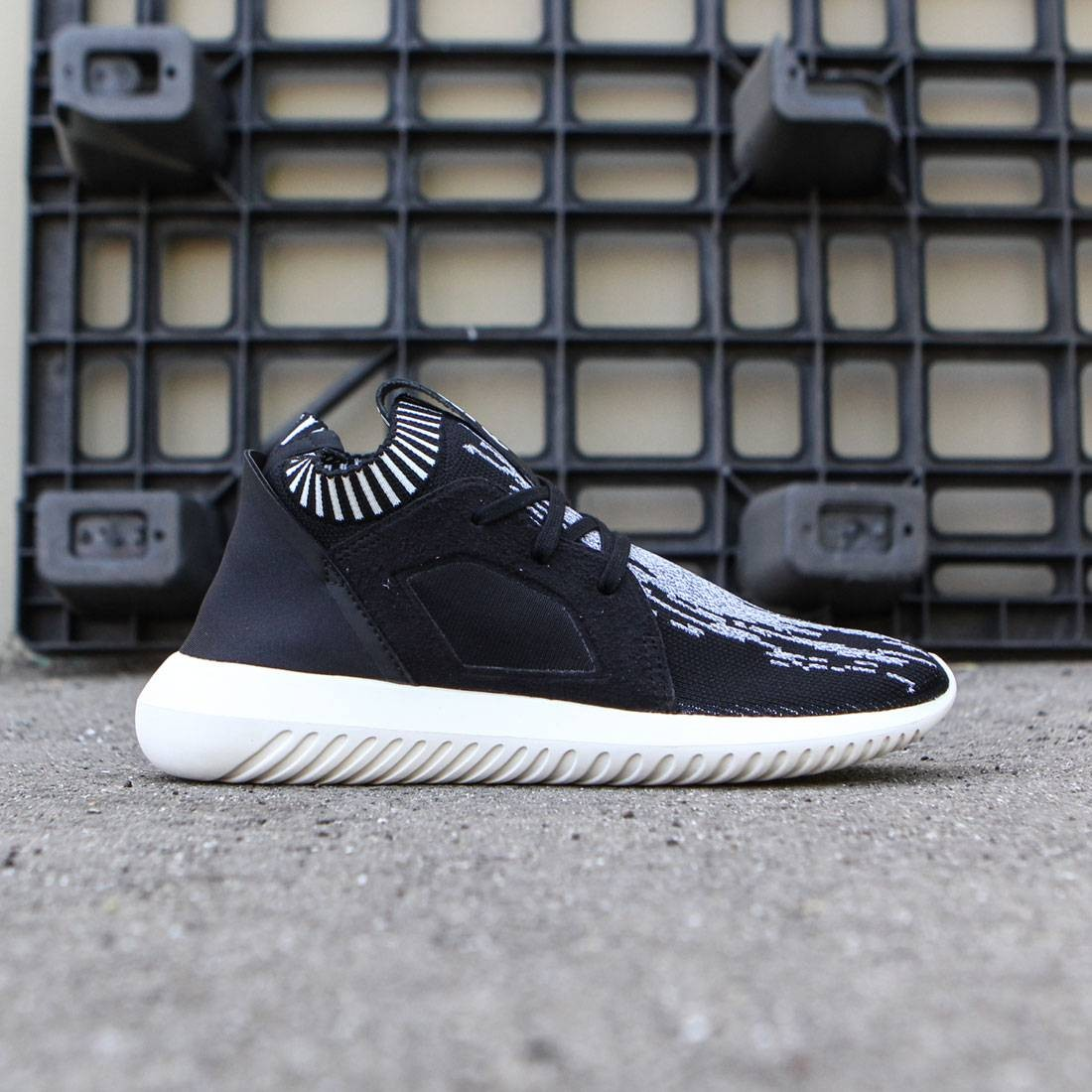 best loved 9b977 34465 Adidas Women Tubular Defiant Primeknit black core black core white