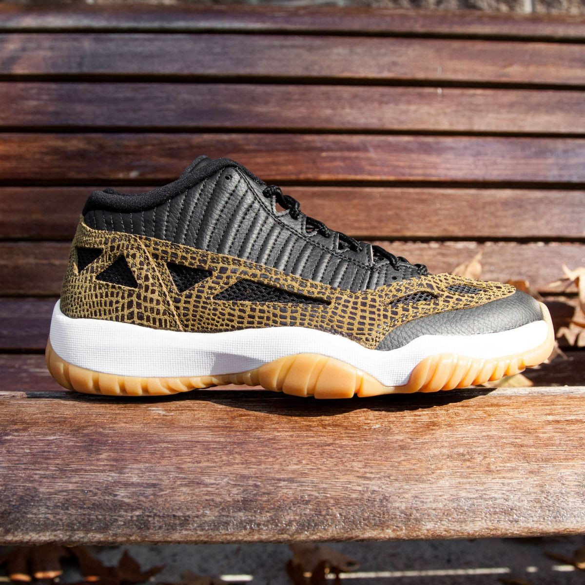 pretty nice ffc16 a4249 Air Jordan 11 Retro Low Men (black / militia green / gum yellow / infrared  23)