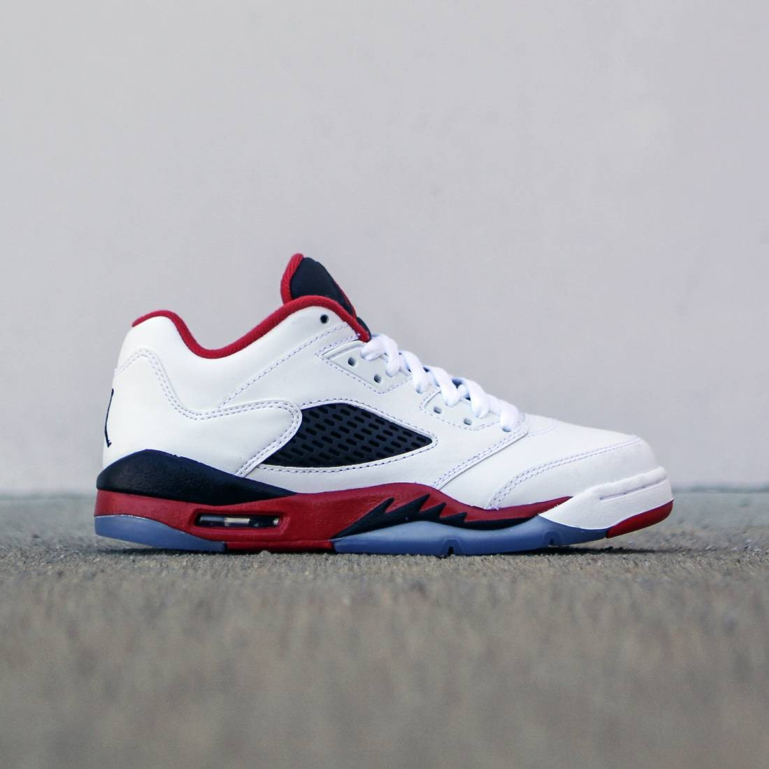 new styles e0200 9e62e Air Jordan 5 Retro Low GS Fire Red Big Kids (white / black / fire red)