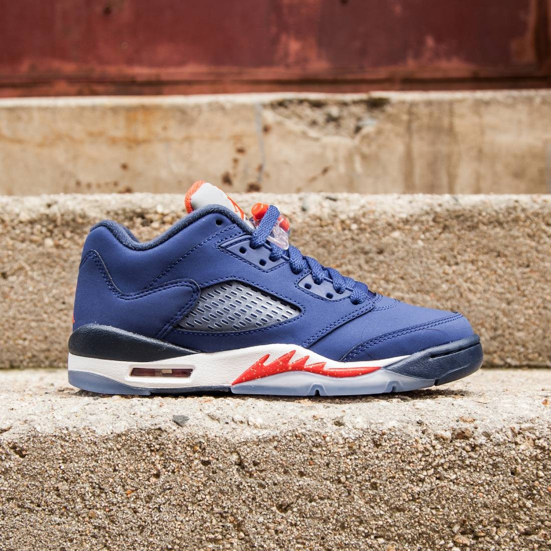 Air Jordan 5 Retro Low Knicks (GS) Big Kids (deep royal blue/midnight navy/white/team orange)