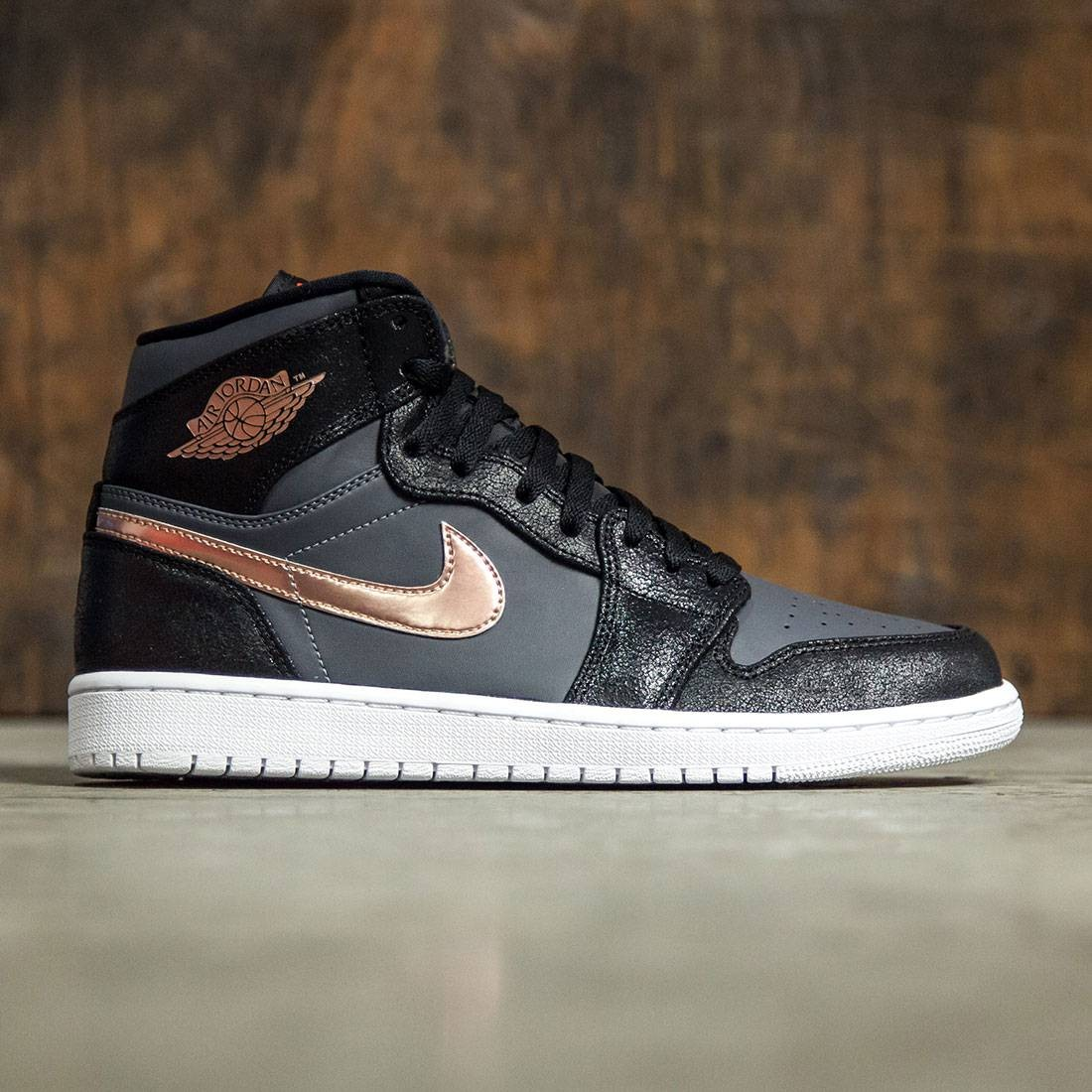687b51a72e7e Jordan Men AIR JORDAN 1 RETRO HIGH (black   mtlc red bronze-dark grey-white)