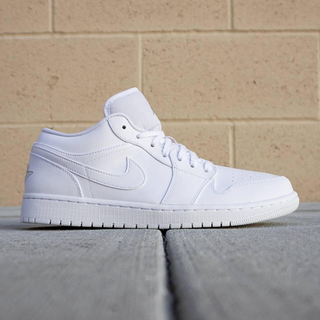 online store f3f10 73786 Jordan Men Air Jordan 1 Low (white   metallic silver)