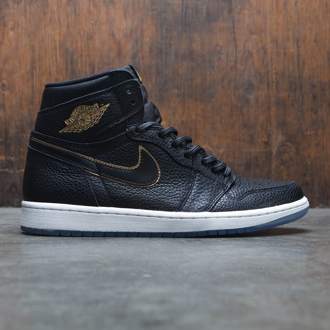 on sale e9e30 cd32e Air Jordan 1 Retro High OG Men (black / metallic gold-summit white)