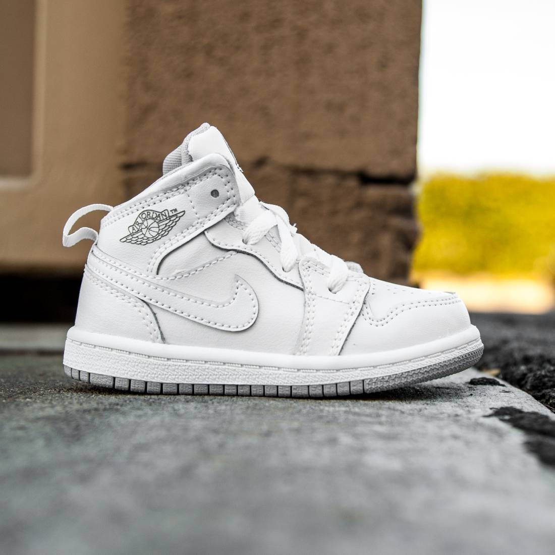 sale retailer e1364 4020d Air Jordan 1 Mid BT Toddlers (white / wolf grey / gris loup / blanc)