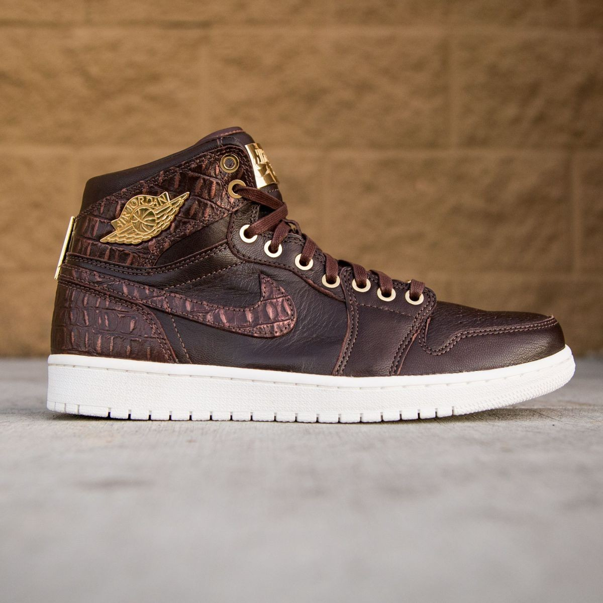 check out 59a2f 964f9 Air Jordan 1 Pinnacle Men (brown / baroque brown / metallic gold / summit  white)