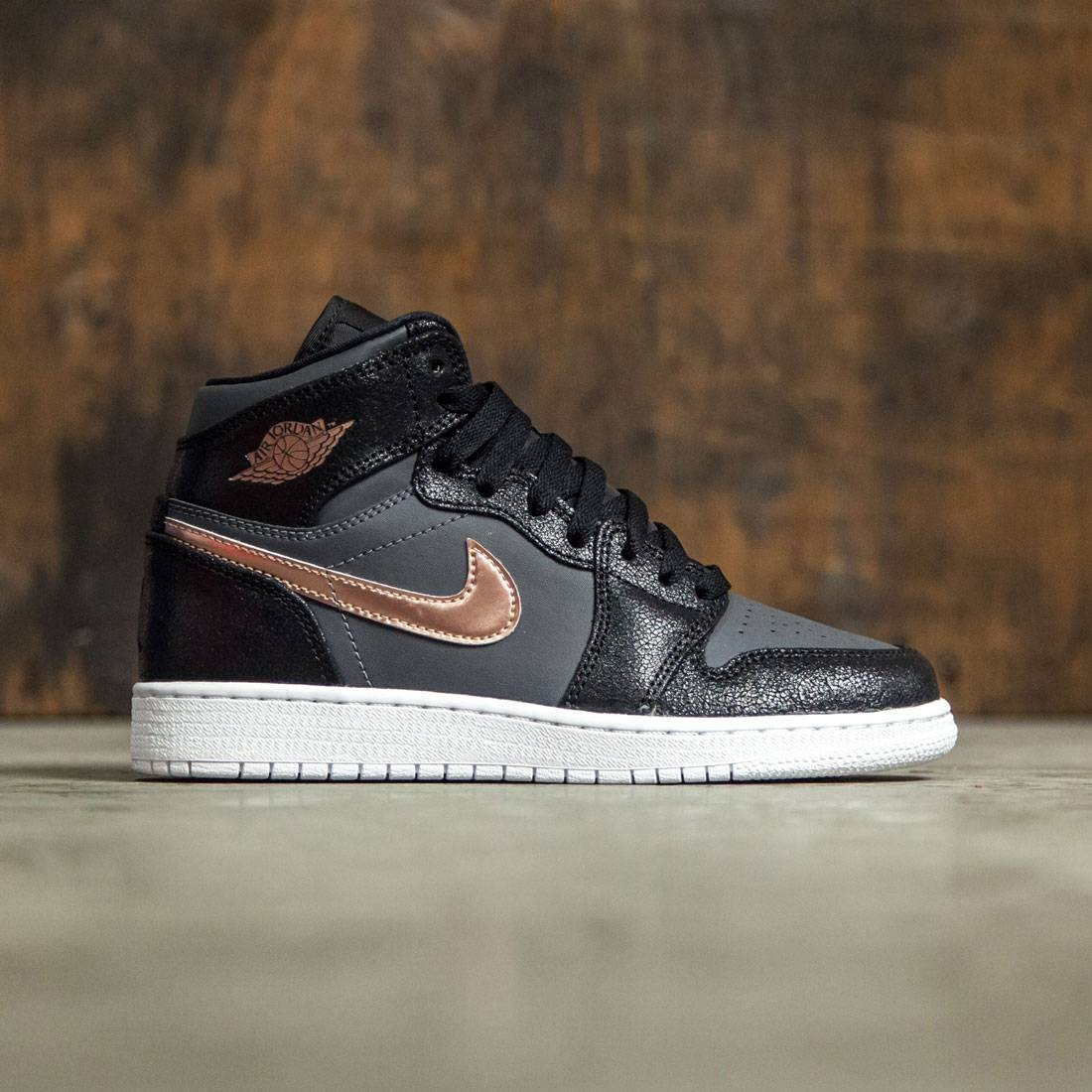 official photos 36851 cbfa3 Air Jordan 1 Retro High (GS) Big Kids (black / mtlc red bronze-dark  grey-white)