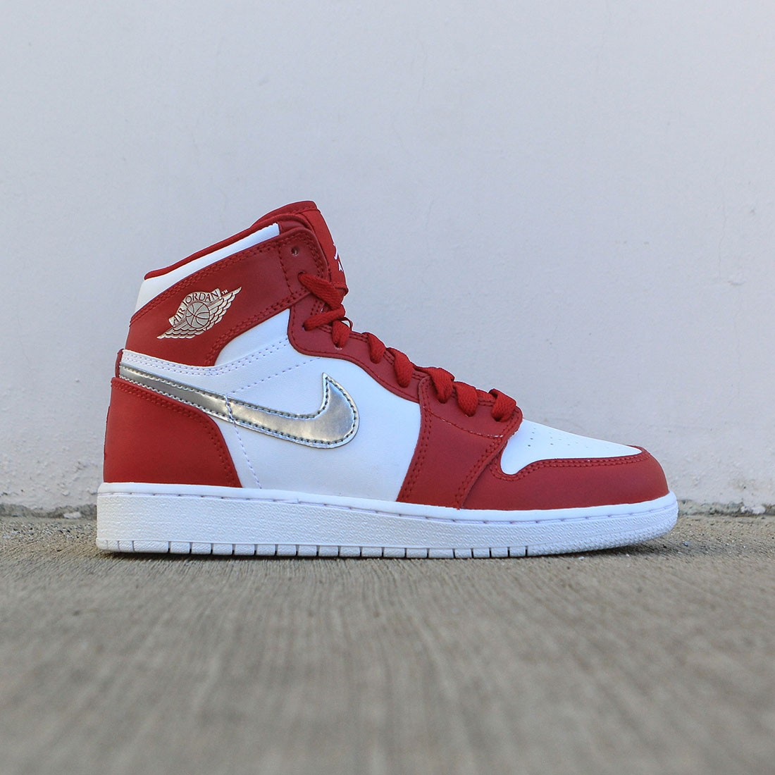 wholesale dealer 290aa 2e537 Air Jordan 1 Retro High (GS) Big Kids (gym red / metallic silver-white)