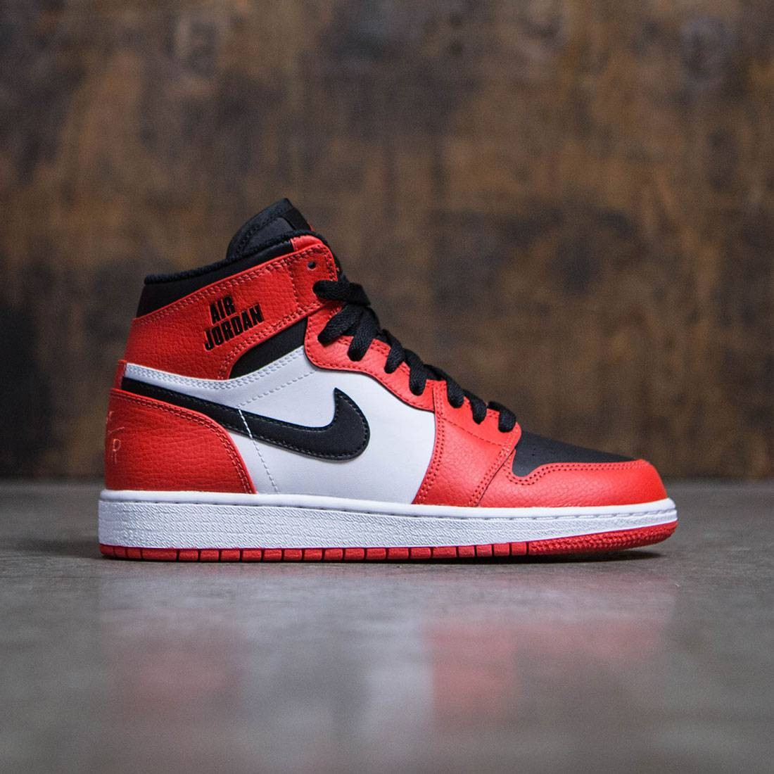wholesale dealer 3b1c8 dcdc1 Air Jordan 1 Retro High (GS) Big Kids (max orange / max orange-white-black)