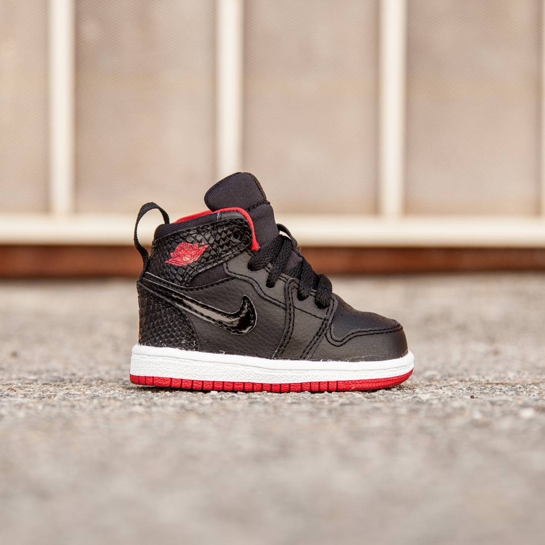 Air Jordan 1 Retro High Toddlers (black / white / gym red)