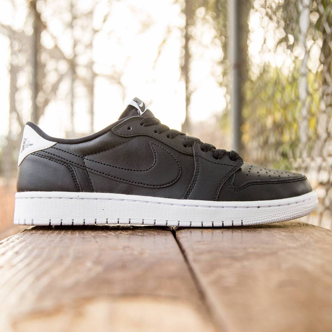 online store cb395 35d7b Jordan Men Air Jordan 1 Retro Low OG (black   white)