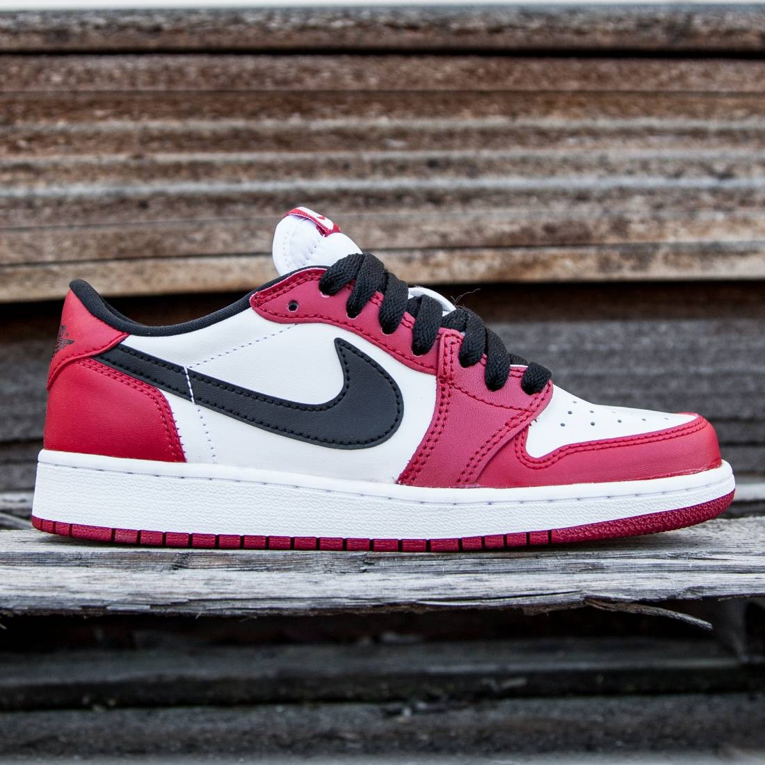 Air Jordan 1 Retro Low OG BG Big Kids (red / varsity red / black / white)