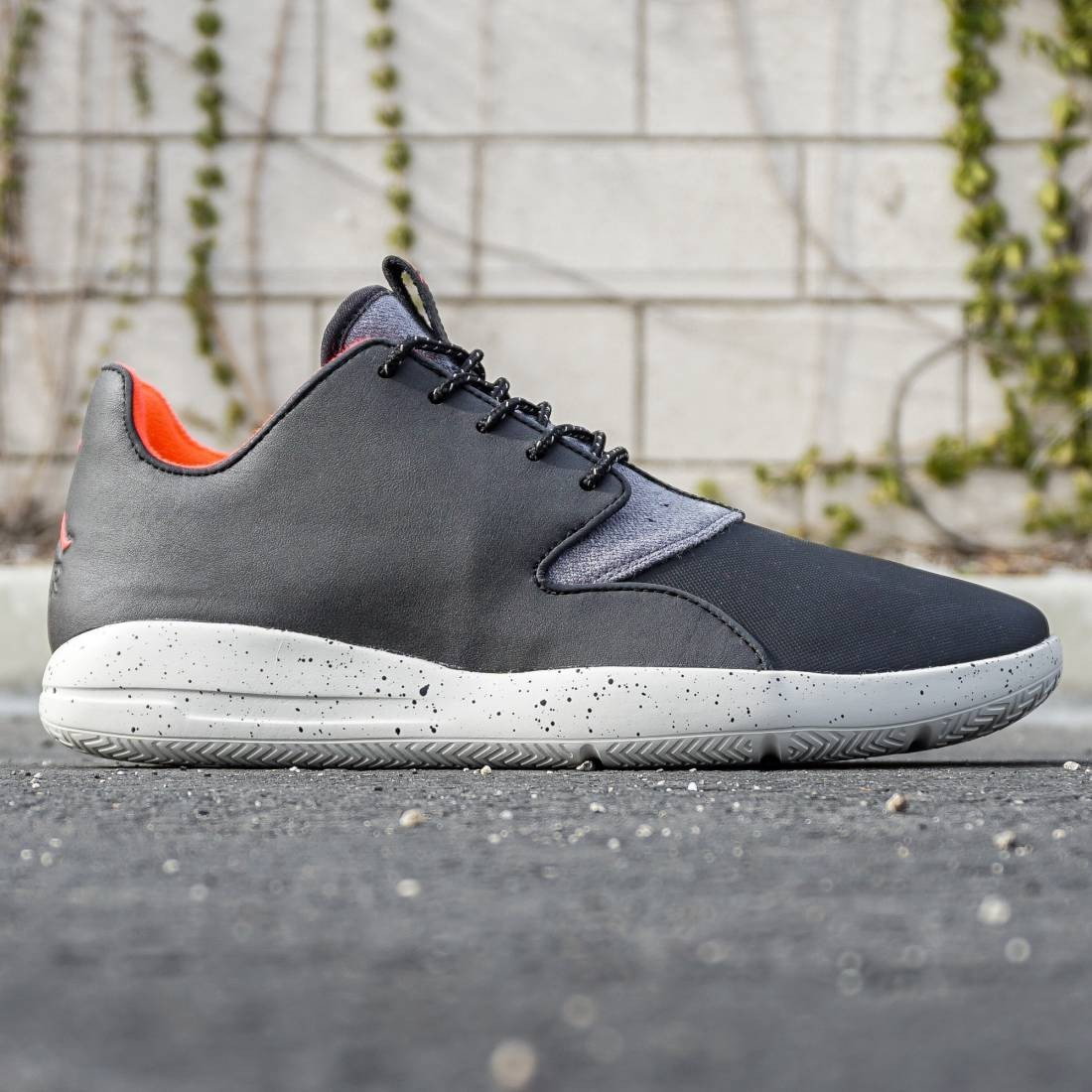 Jordan Men Eclipse Holiday (black / infrared 23 / dark grey / light bone)