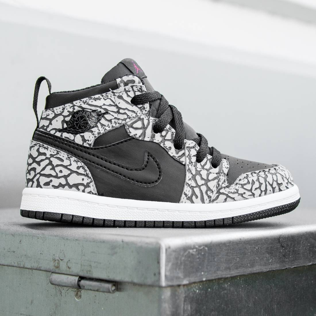 9c49ca1575f Jordan Toddlers Air Jordan 1 Retro High Prem BT (black   cement grey    anthracite   gym red)