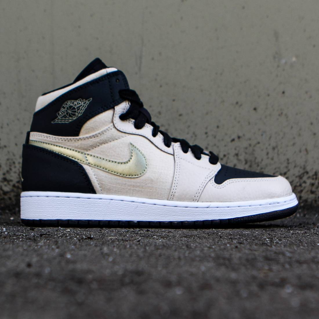 58f87c9e62af59 ... promo code for jordan big kids air jordan 1 retro high gs pearl white  black white