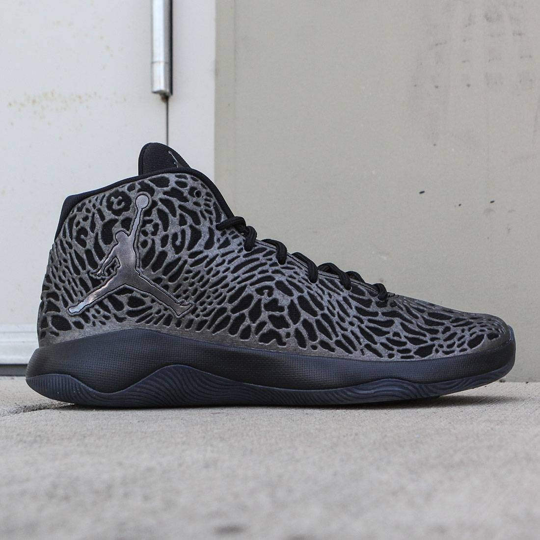 c294e1b0d02 Jordan Men Jordan Ultra.Fly Basketball (black / mtlc hematite-dark grey)