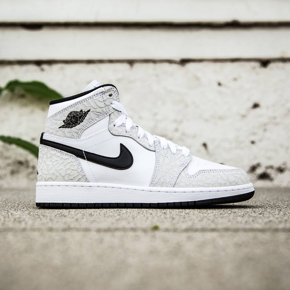 Jordan Big Kids Air Jordan 1 Retro HI Prem BG (white   black   pure  platinum) 1b0126689