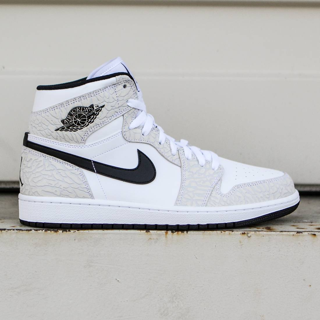 Jordan Men Air Jordan 1 Retro High (white   black   pure platinum) f952caa1ef56