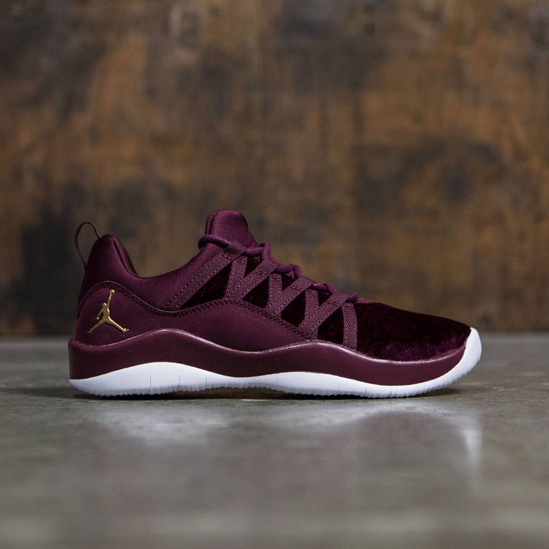 timeless design b78b4 6aa10 Jordan Big Kids Girls' Deca Fly Heiress Collection (GS) (night maroon /  metallic gold-white)