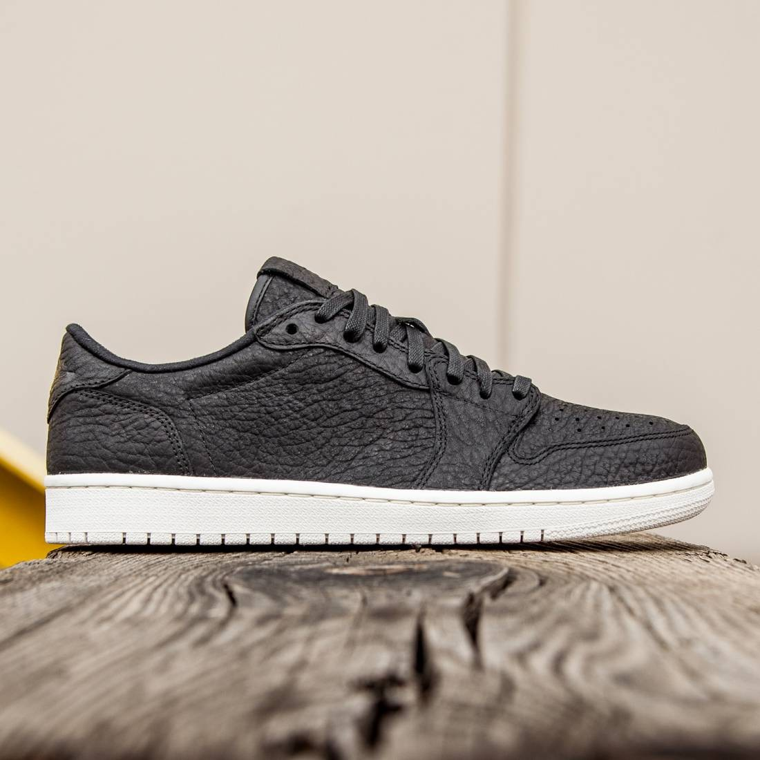 factory price d5d66 2b87e Jordan Men AIR JORDAN 1 RETRO LOW (black   black-sail)