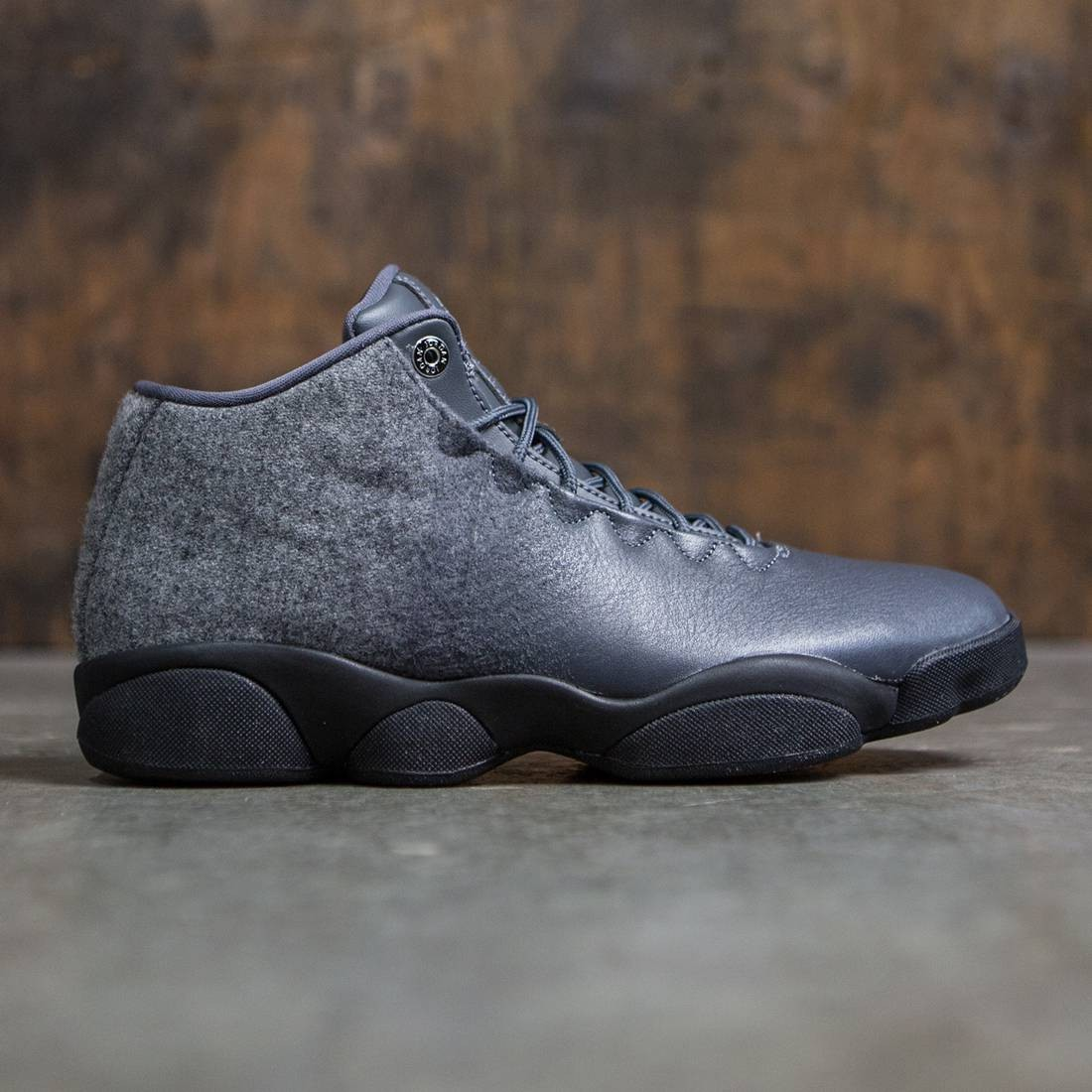 newest 24c72 2e53b Jordan Men Jordan Horizon Low Premium (grey   dark grey   metallic silver- black)