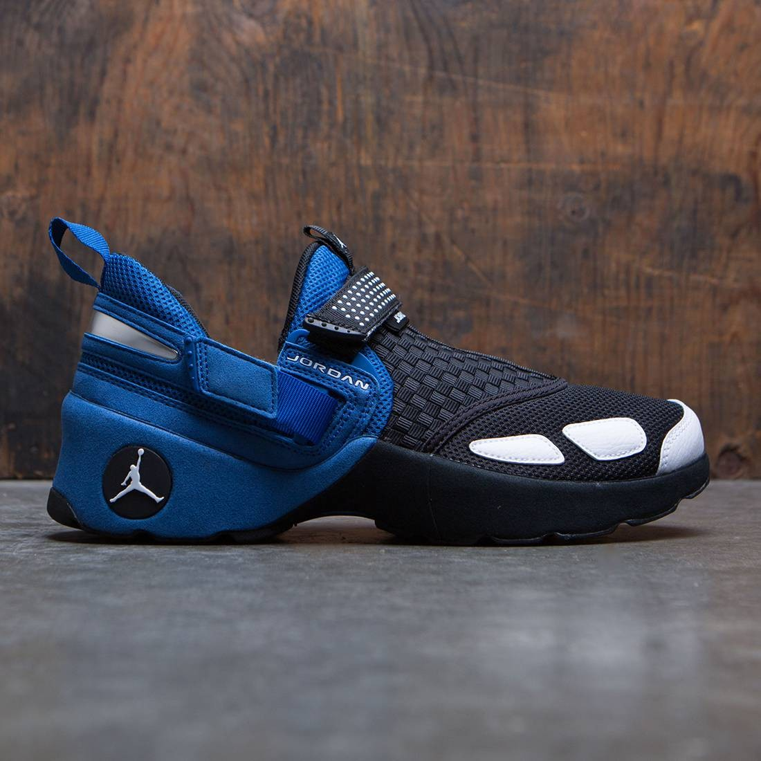 0301c3ee94d182 jordan men jordan trunner lx og black white team royal