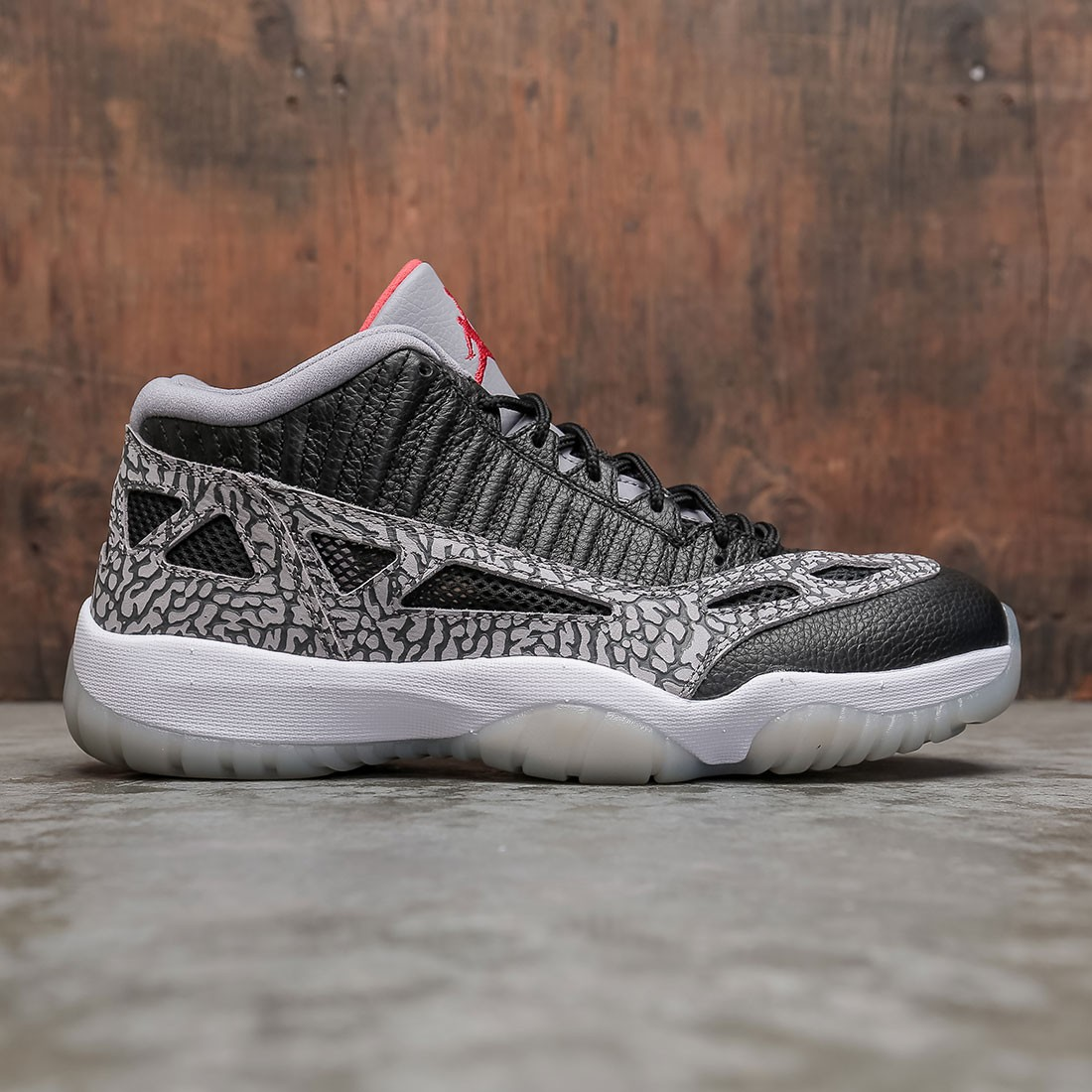 AIR JORDAN 11 RETRO LOW IE Men (black / fire red-cement grey-white)