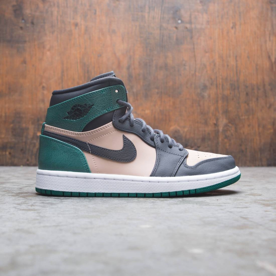 new product 2f421 a831b Air Jordan 1 Retro High Premium Women (bio beige / anthracite-mystic green)